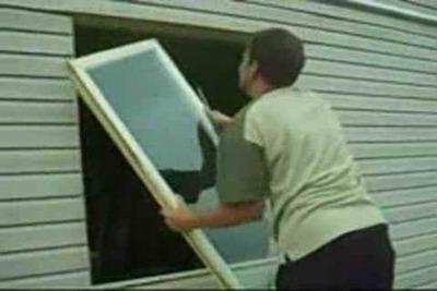 Установить пластиковые двери в деревянном доме своими руками